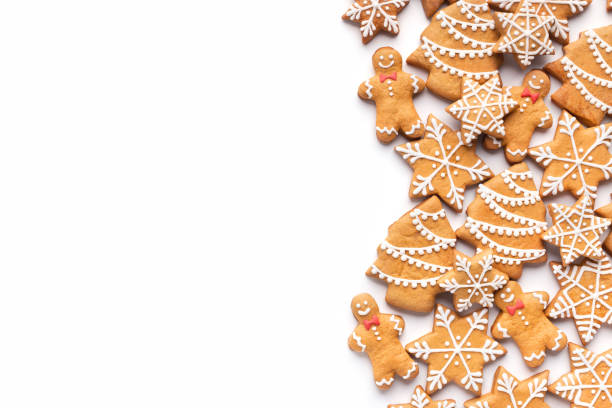 border of homemade christmas gingerbread cookies on white - biscotti foto e immagini stock