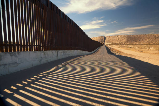 U.S. Border Wall Fence Fence separating United States and Mexico southern usa stock pictures, royalty-free photos & images