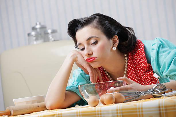 annoiato casalinga - chef triste foto e immagini stock
