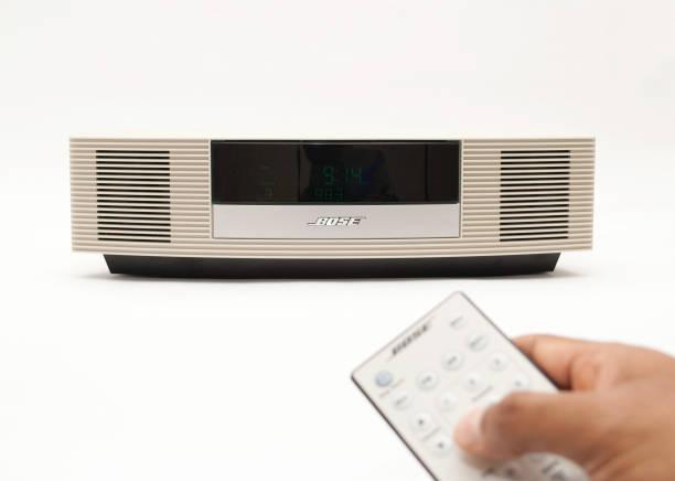 radio von bose - ipod lautsprecher stock-fotos und bilder