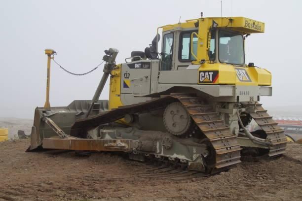 boskalis caterpillar (kat) d6t lgp bulldozer - boskalis stockfoto's en -beelden