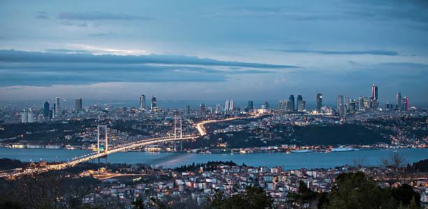 вид на босфор и мост ночью, стамбул - стамбул стоковые фото и изображения