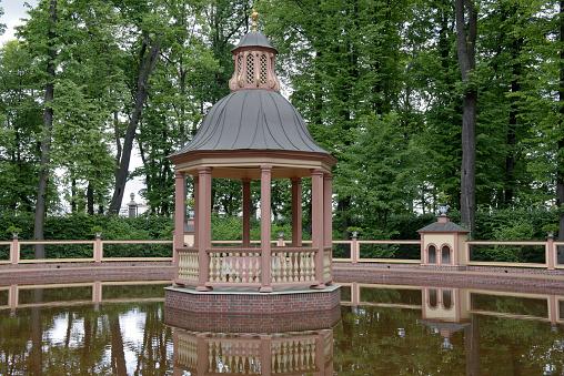 """Bosquet """"Menazheriyny pond"""" in the Summer Garden"""