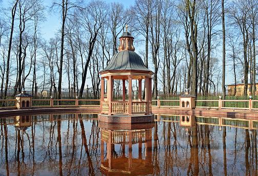 """Bosquet """"Menazheriyny pond."""" Summer garden. Saint Petersburg."""