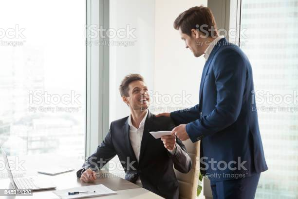 Boss giving money premium to happy employee picture id845314320?b=1&k=6&m=845314320&s=612x612&h=bq4tuhozqgbxzleklxiriyp ab0ntpqchxhjqyxykiq=