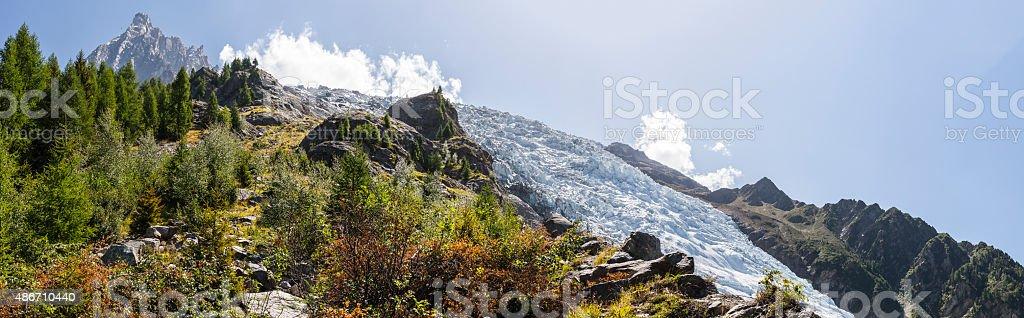 Ghiacciaio dei Bossons e Aiguille du Midi (massiccio del Monte Bianco, Francia - foto stock