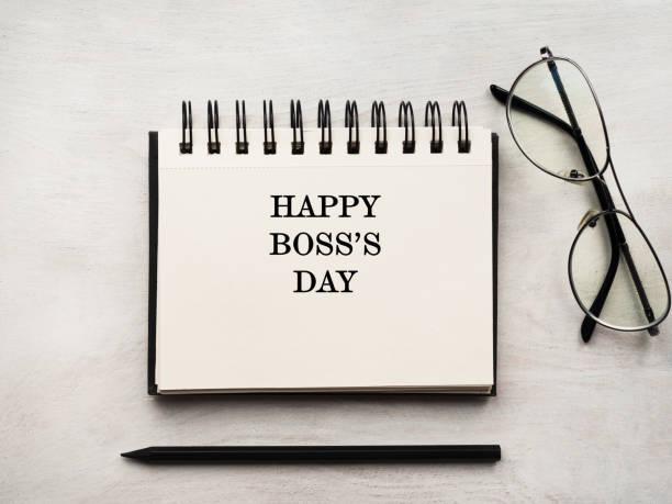 el día del jefe. tarjeta de felicitación. primer plano, vista desde arriba - boss's day fotografías e imágenes de stock