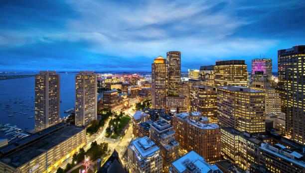 uitzicht op de stad vanaf het dak van hotel boston - boston massachusetts stockfoto's en -beelden