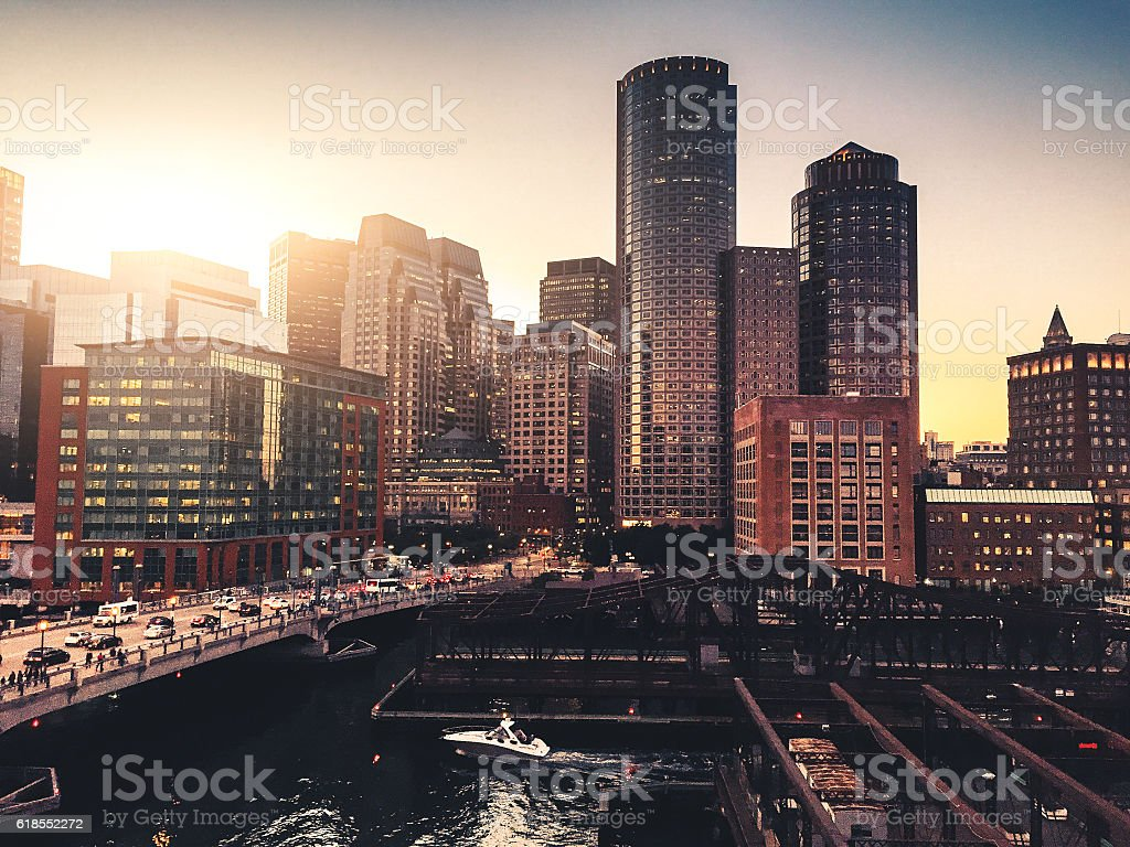 Boston marina skyline at dusk with sunlight - foto de acervo