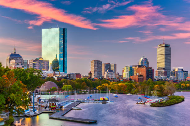 boston, massachusetts, usa rivier skyline - boston massachusetts stockfoto's en -beelden