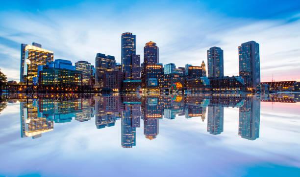 boston skyline - boston massachusetts stockfoto's en -beelden