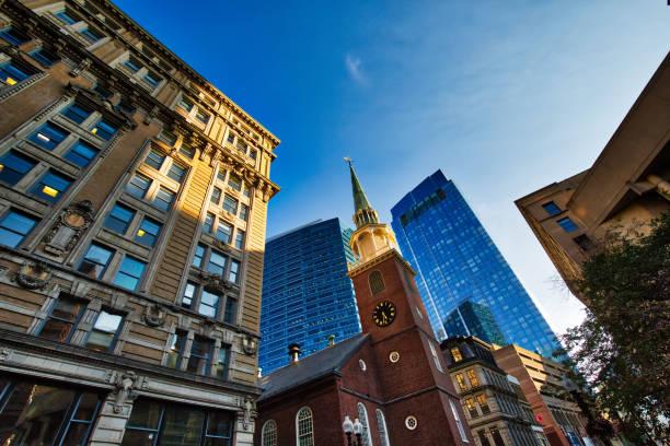 boston typische huizen in het historische centrum - boston massachusetts stockfoto's en -beelden