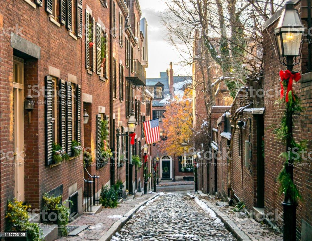 Christmas In Boston Massachusetts.Bostons Famous Acorn Street At Christmas Boston