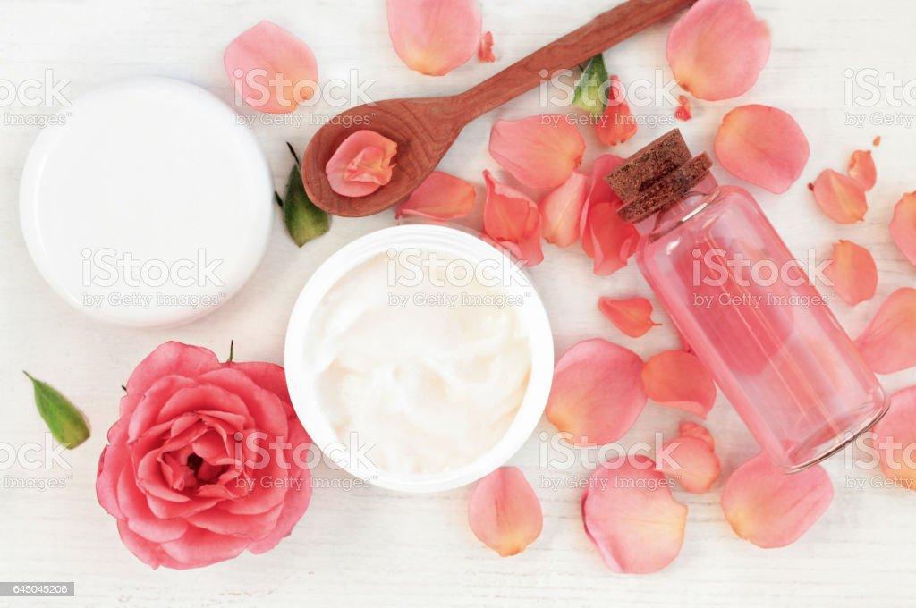 植物のローズのスキンケア化粧品 ロイヤリティフリーストックフォト