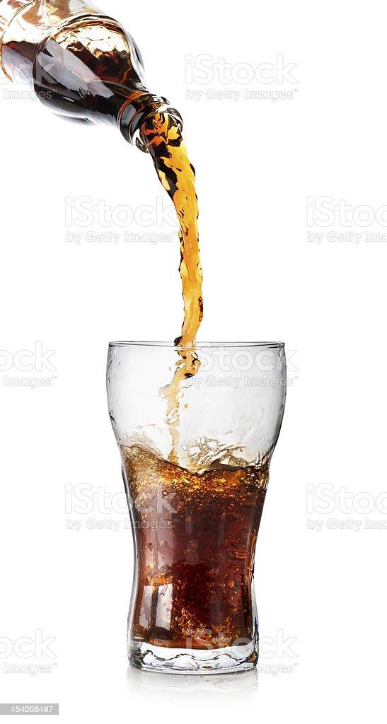 Botella y vaso de cola - foto de stock