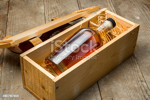 Gift box wooden crate barrel aged whisky bourbon liquor whiskey bottle small cask aged fine craft whiskey rum tequila package shipping
