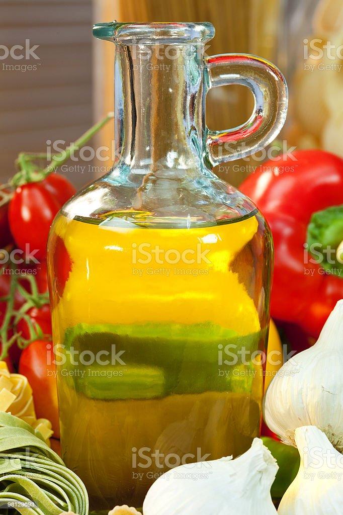 Bottiglia di olio Extra vergine d'oliva foto stock royalty-free
