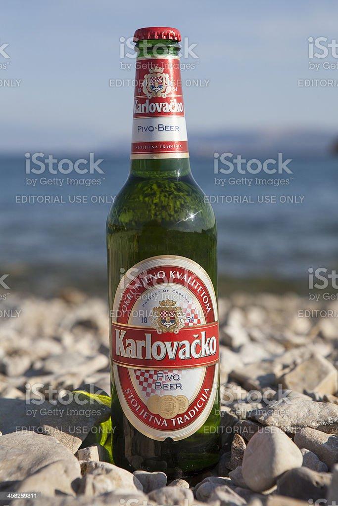 Flasche Karlovacko Beliebten Kroatische Bier Stock-Fotografie und ...