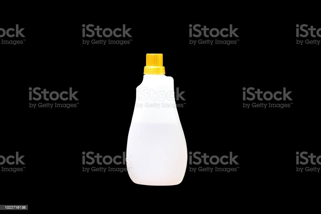 Garrafa de dispensadores de sabão líquido ou líquida rolha e garrafas de forma bonita isoladas no fundo preto. - foto de acervo