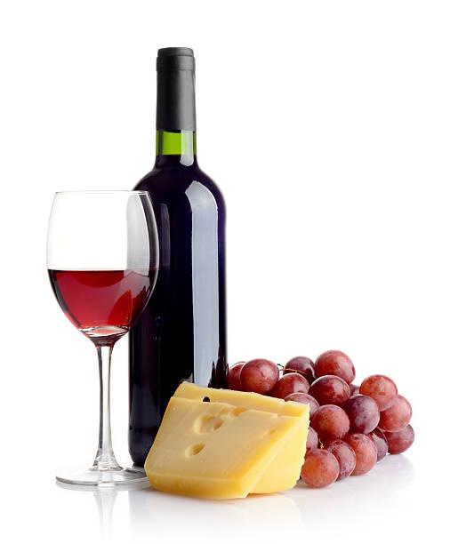 bottiglia di vino rosso e formaggio - maasdam foto e immagini stock