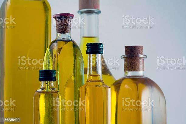 Frascos De Aceite De Oliva Extra Virgen Foto de stock y más banco de imágenes de Aceite de oliva