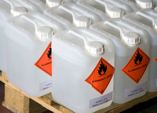 가연성 액체 - 통 용기 뉴스 사진 이미지