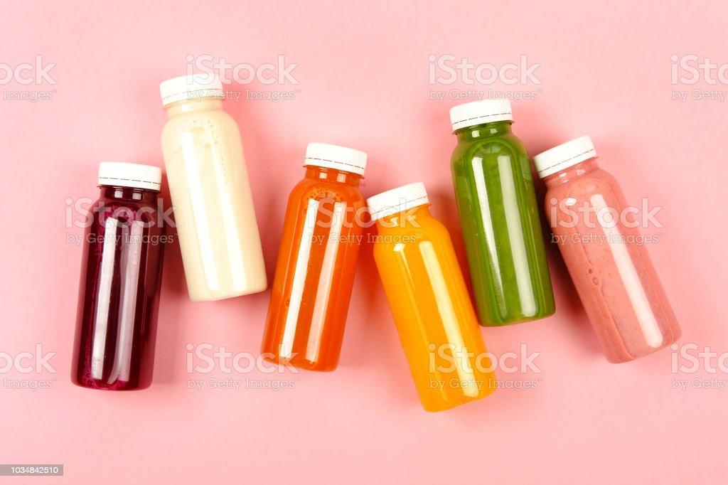 여러 가지 빛깔된 스무디의 병 - 로열티 프리 0명 스톡 사진
