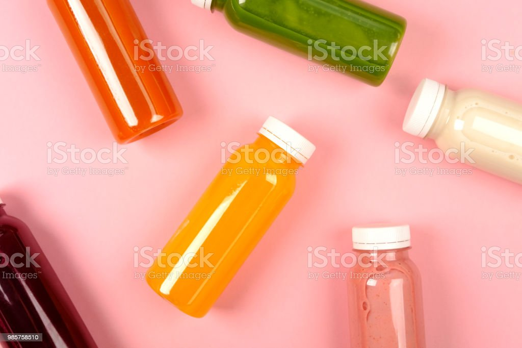 Bouteilles de smoothies multicolores - Photo