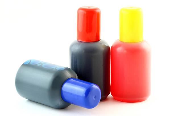 flaschen mit tinte - munition nachfüllen stock-fotos und bilder