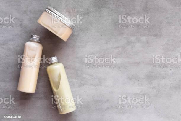 Bottiglie Con Prodotti Cosmetici Spa Flatlay - Fotografie stock e altre immagini di Shampoo per capelli