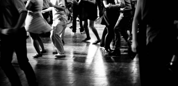 bottom view of people legs dancing in black and white - tipo di danza foto e immagini stock
