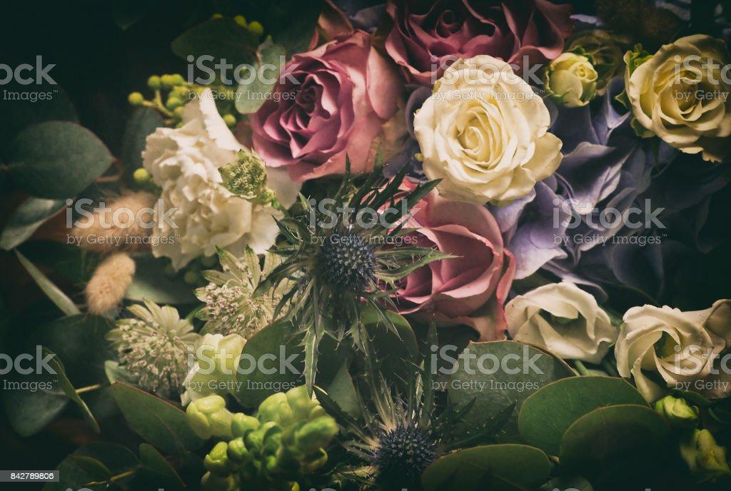 バラと eryngiums の Bouguet ストックフォト