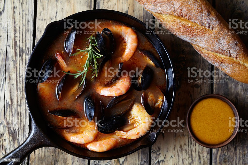 Bouillabaisse seafood fish soup with prawns, mussels tomato, lobster. Traditional – Foto