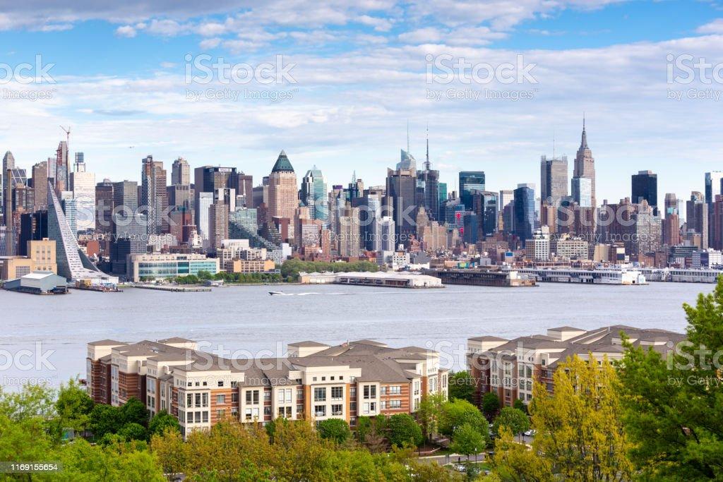 Boulevard East New York Skyline Blick. - Lizenzfrei Alt Stock-Foto