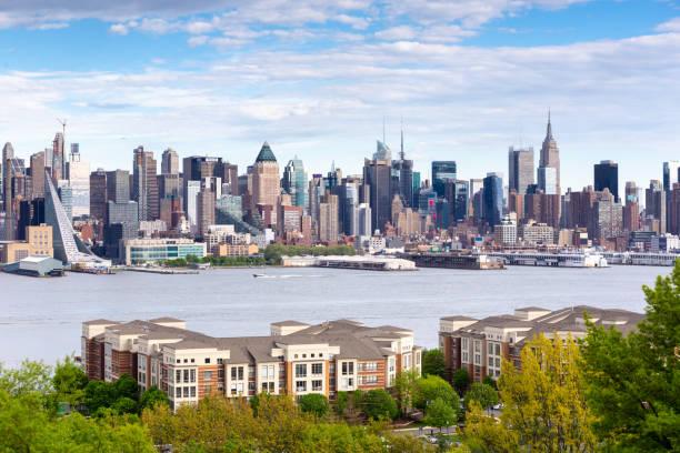 Boulevard East New York Skyline Blick. – Foto