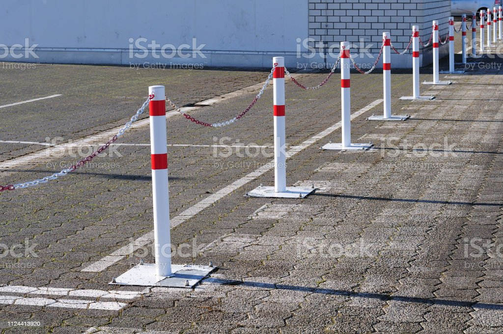 Begrenzung auf Parkplatz – Foto