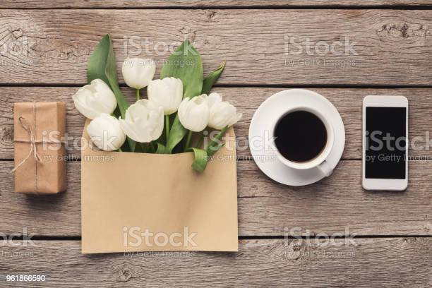 Bouqet of white tulips and gift box on wooden background picture id961866590?b=1&k=6&m=961866590&s=612x612&h=ih0d705faf008mx1yn2khedt1ybtazinx6al729 rzu=