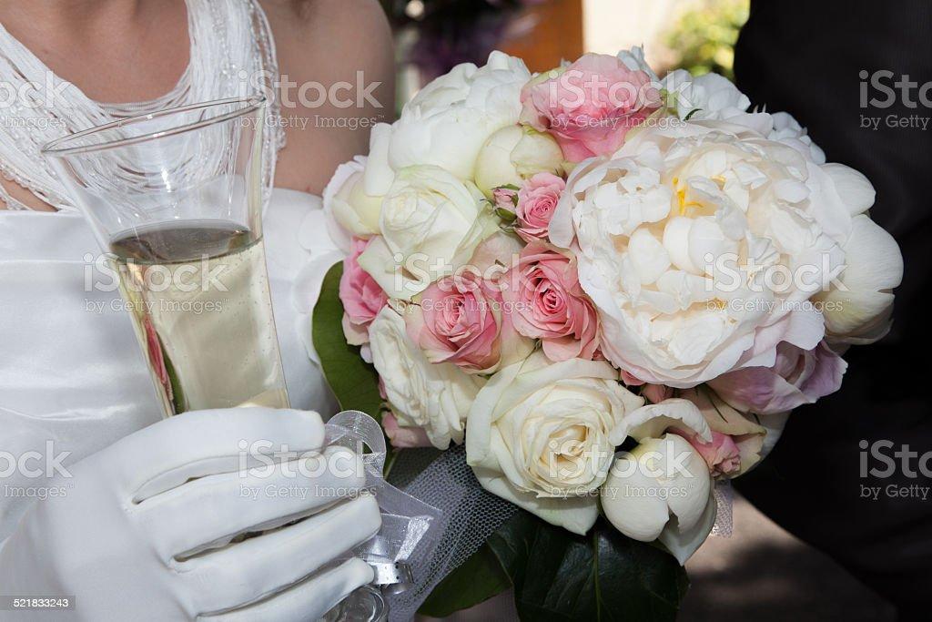 Bouquet blanc et rose et champagne stock photo