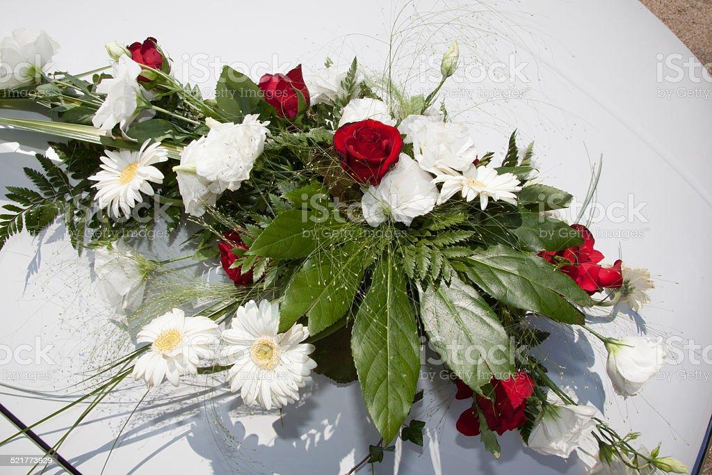 Bouquet blanc et rouge mariage stock photo