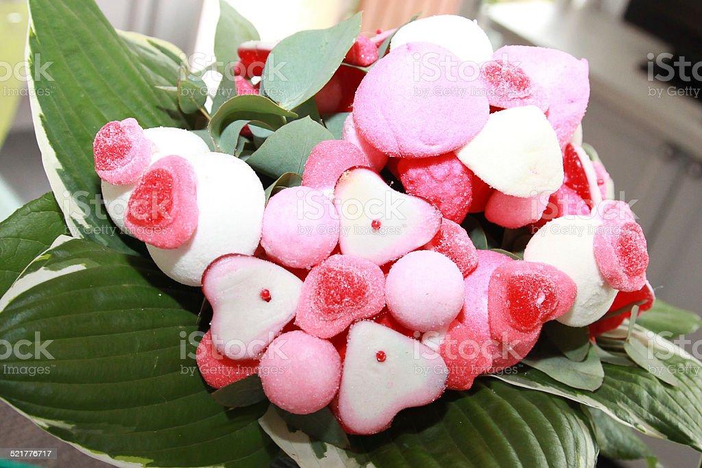 Bouquet de bonbons coeurs roses stock photo