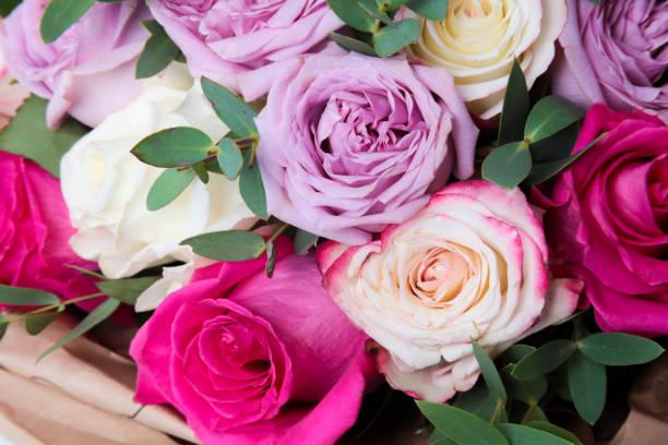 blumenstrauß aus verschiedenen blumen - lila palette stock-fotos und bilder