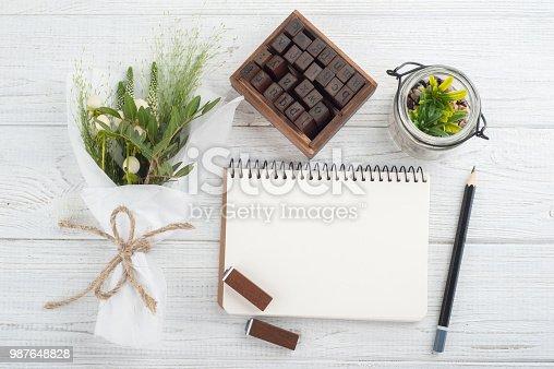 istock Bouquet, notebook, craft envelope 987648828
