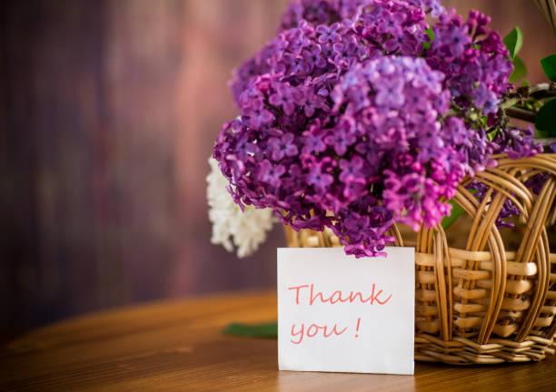bir sepet içinde güzel çiçekli leylak buket - thank you background stok fotoğraflar ve resimler