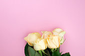 istock Bouquet of beige roses on pink background, flat lay, top view, copy space. Mothers day. Valentines day 674487150