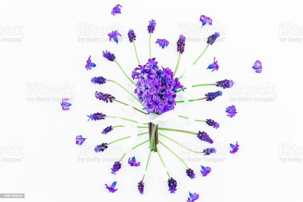 Bouquet of blue hyacinth with tapes and pattern of muscari flowers on white background. Flat lay, top view. foto stock royalty-free