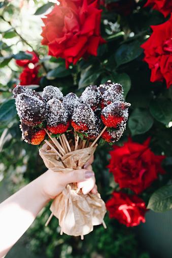 Remarquable Photo libre de droit de Un Bouquet De Fraises Enrobées De Chocolat FU-94