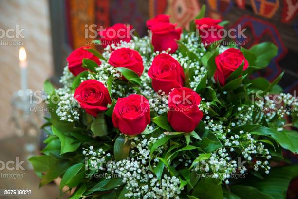 Bouquet of flowers bouquet of a hundred red roses picture id867916022?b=1&k=6&m=867916022&s=612x612&h=rs1xtr91yfee5 x54ocgqmpqiideg rz4sxdqryle5m=