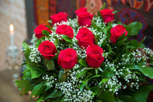 Bouquet of flowers bouquet of a hundred red roses picture id867916022?b=1&k=6&m=867916022&s=612x612&w=0&h=tmkn9xavfqbyersazxsbeus yrotfqtsjcqfwp2yolq=