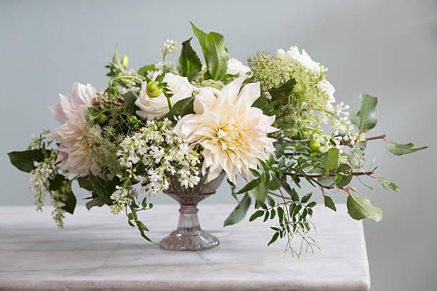 bouquet of flowers - bloemstuk stockfoto's en -beelden