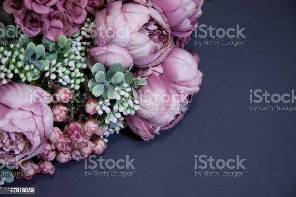 Bouquet of pink peonies on a dark background picture id1167919059?b=1&k=6&m=1167919059&s=612x612&h=huzu1cy7hmts mqbrgk smdnk0jdv3kziiax9wn51eu=